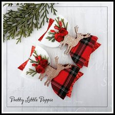 A half and half medium bow. felt backed tartan fabric and white felt. pretty red chunky glitter tail, finished off with red mulberry roses, artificial foliage and berries.wooden reindeer to centre. LISTING IS FOR 1 BOW bow approx 4 Woodland Christmas, Christmas Bows, Christmas Projects, Christmas Decorations, Diy Headband, Headbands, Tartan Fabric, Making Hair Bows, Diy Bow