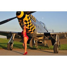 Sexy 1940s style pin-up girl posing with a P-51 Mustang Canvas Art - Christian KiefferStocktrek Images (35 x 23)