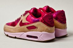 http://heartymagazine.com/wp-content/uploads/2013/01/nike-x-liberty-air-max-90-womens-floral-tan-heel-1.jpg