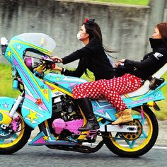 Japan's female badass Bōsōzoku biker subculture are far removed from the stereotype of a regular motorcycle gang. Lady Biker, Biker Girl, Bobber, Harajuku, Ride Out, Japanese Motorcycle, Biker Chick, Girl Gang, Cool Bikes