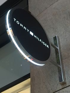 Tommy Hilfiger blade sign