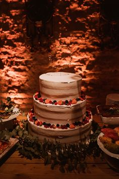 rustic wedding cake Wedding Cake Rustic, Wedding Cakes, Countryside Wedding, Italy Wedding, Desserts, Gifts, October, Gift Ideas, Pink