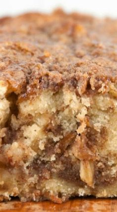 Cinnamon Apple Pie Bread - Forget the pie crust and get all the flavors of fall in a quick and easy bread with brown sugar and cinnamon topping