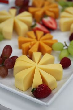Appetizer tray, cheese and fruit. love the star shapes, looks easy enough ;p [Feathers in Our Nest: Christmas Party Food Ideas] Christmas Party Food, Christmas Tree, Christmas Cheese, Christmas Appetizers, Buffet, Wine And Cheese Party, Good Food, Yummy Food, Delicious Recipes