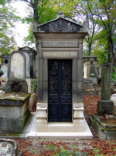 Père Lachaise Cemetery (___, Paris) Tombs of famous literary geniuses Wilde, Proust, and Balzac, FREE