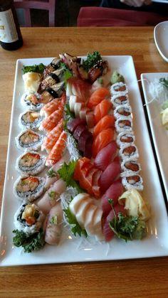Sushi Recipes, Asian Recipes, Sashimi Sushi, Sushi Platter, Sushi Night, Sushi Party, Sushi Love, Best Food Ever, Exotic Food