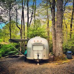 Vintage Airstream. I want to be there right now.