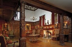 The stunning Inner Hall at Hever Castle was originally the kitchen in Tudor times | #tudor #castle #hall