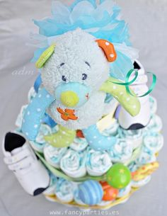 Baby Boy Diaper Cake by www.fancyparties.es #diapercake #diaper #newborngift