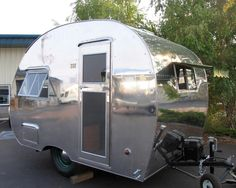 The exterior of a 1947 Robin Hood camper. - The exterior of a 1947 Robin Hood camper. Tiny Trailers, Vintage Campers Trailers, Retro Campers, Vintage Caravans, Camper Trailers, Small Caravans, Trailer Tires, Old Campers, Small Campers