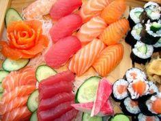 Barca de niguiris, sushis, sashimis