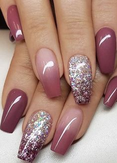 25 Glam Ideas For Ombre Nails. It is possible to use almost all your favourite colors to create your own ombre nail design. : 25 Glam Ideas For Ombre Nails. It is possible to use almost all your favourite colors to create your own ombre nail design. Nail Design Glitter, Ombre Nail Designs, Glitter Nails, Nails Design, Fall Toe Nail Designs, Maroon Nail Designs, Ombre Nail Colors, Sns Nails Colors, Best Nail Art Designs