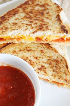 Grilled Cheese Sandwich Recipes Pepperoni Pizza Grilled Cheese This post has been sponsored by Huggies. Chef Recipes, Cooking Recipes, Pizza Recipes, Easy Recipes, Dinner Recipes, National Grilled Cheese Day, Grill Cheese Sandwich Recipes, Good Food, Pizza