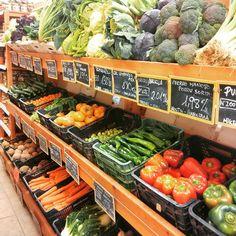 43 Ideas For Fruit Market Display Retail Farmers Market Display, Market Displays, Produce Displays, Fruit Displays, Tienda Natural, Salads For Kids, Best Fruit Salad, Vegetable Shop, Fruit Appetizers