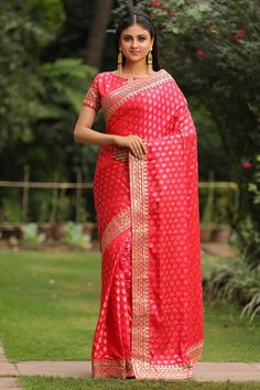 Buy Designer Sarees, Huge Collection In New Pattern and Style, Latest Trending Designer Saree,Designer Saree Blouse Designs With Best Price . Best Designer Sarees, Designer Sarees Online Shopping, Traditional Silk Saree, Traditional Dresses, Beautiful Girl Indian, Beautiful Saree, Indian Dresses Online, Indian Models, Saree Blouse Designs