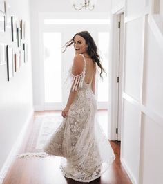 The day you can pretend you're a princess 💁♀️ I've just uploaded a blog post about our wedding day! The link is in my bio if you wanna see 🤗  Well, I've done Part One... I love too many pics so I decided to break the blogs into different parts 🌴☀️ The first one is all about the morning of, and the First Look before the ceremony (I highly recommend doing a First Look btw) 👀  We've been counting our blessings these last few months.... so lucky to have had our wedding before they were… Burnt Orange Bridesmaid Dresses, White Long Sleeve Dress, Bride And Groom Pictures, Grace Loves Lace, Party Pictures, Our Wedding Day, Bridal, Wedding Dresses, Introvert