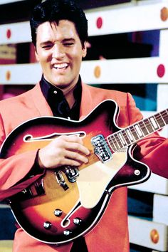 Elvis Presley: Man, I am so good, this guitar is floating my my chest, I don't need a guitar strap!