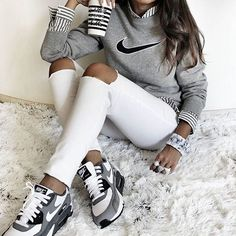 Shoes: nike air max low top sneakers grey sneakers nike sneakers grey sweater nike sweater striped shirt marble back to school white ripped jeans - Wheretoget Low Top Sneakers, Sneakers Mode, Grey Sneakers, Sneakers Fashion, Nike Sneakers, Fashion Shoes, Nike Fashion, Ladies Sneakers, Adidas Shoes