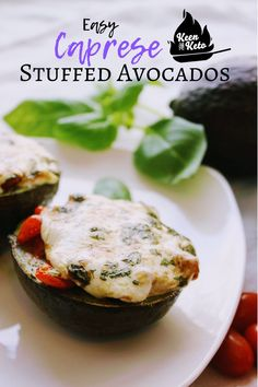 Delicious avocado is filled with diced tomatoes and covered with a slice of fresh mozzarella, drizzled with olive oil and balsamic vinegar with basil, and then baked till it's warm and gooey! You'll love these easy Caprese baked avocados! Keen for Keto Baked Stuffed Avocado, Baked Avocado, Avocado Recipes, Keto Recipes, Dinner Recipes, Snack Recipes, Can You Cook Avocado, How To Cook Quinoa, Fresh Mozzarella