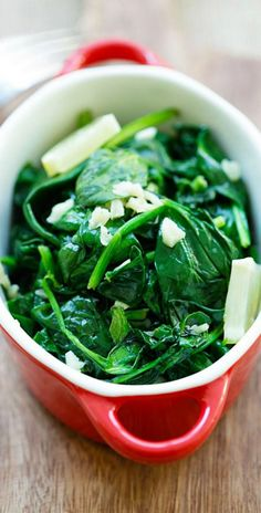 Garlic Butter Spinach – sauteed baby spinach with garlic & butter. Easy and healthy recipe with only 5 ingredients and takes 8 mins!   rasamalaysia.com