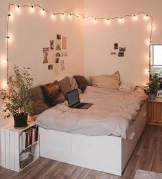 Find the most cozy, modern and luxury dream rooms for women here. Find the most cozy, modern and luxury dream rooms for women here. Small Room Bedroom, Room Ideas Bedroom, Home Bedroom, Girls Bedroom, Master Bedroom, Bedroom Inspo, Cute Bedroom Ideas For Teens, Cozy Teen Bedroom, Cute Teen Bedrooms