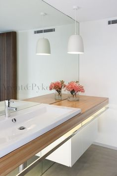 Bathroom Furniture : Like the mirror splash back to the floor – so long as there is enough storage – timber and white is so classic -Read More –