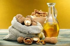 Walnut oil uses and health benefits. Walnut oil is used for wood finish, paint thinner, and in recipes like salad dressing. Walnut oil is good for skin and hair. Healthy Snacks For Diabetics, Healthy Recipes, Healthy Oils, Health Benefits Of Walnuts, Acide Aminé, Walnut Oil, Low Fat Diets, Oil Uses, Mediterranean Recipes