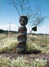 Rehue,                           lugar santo para ceremonias de los Mapuches Chile, Garden Sculpture, Outdoor Decor, Weaving Looms, Sculptures, Wood, History, Chilis, Chili