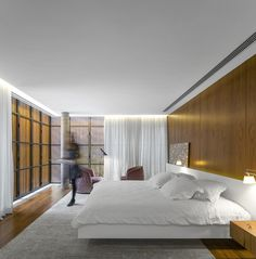 Soho House founder Nick Jones has a knack for curating the club's outposts around the world. We speak to him right after opening Soho House Hong Kong. Arch House, Beton Design, Concrete Design, Concrete Pad, Contemporary Bedroom, Modern Bedroom, Contemporary Style, Studio Mk27, Concrete Houses