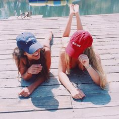 Laughing with your bff ♡ Photos Bff, Best Friend Pictures, Cute Photos, Bff Pics, Lake Pictures, Bff Pictures, Lake Pics, Beach Pics, Best Friend Photography