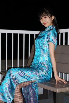 Satin Gown, Satin Dresses, Traditional Fashion, Traditional Dresses, Beautiful Asian Girls, Beautiful Women, Kimono, Chinese, Cheongsam