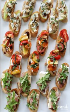 A delicious and easy appetizer recipe inspired by the farmers market. Trio of Farm-to-Table Inspired Crostini Snacks Für Party, Appetizers For Party, Meat Appetizers, Party Fingerfood, Cucumber Appetizers, Appetizers Table, Simple Appetizers, Tapas Party, Italian Appetizers