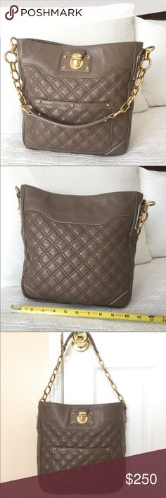 216d059692 Authentic Marc Jacobs Quilted leather handbag Hardware is yellow gold  color.Condition is See in