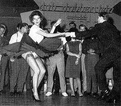 stockings and garters Teddy boys and Rockabilly girls on the tiles Bailar Swing, Rock And Roll Dance, Lindy Hop, Swing Dancing, Retro Mode, Vintage Stockings, Teddy Boys, Rock Lee, Shall We Dance
