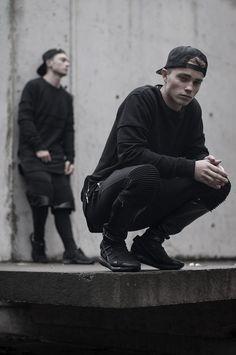 DR Style . Man Fashion . Blackout Clothes . Totalblack . Street