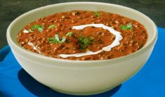How to make Dal Makhani, Dal Makhani recipe. Dal Makhani is famous for its different flavor. In Maharashtra, people take the Dal Makhani as a snack. Makhani Recipes, Pakora Recipes, Curry Recipes, Plants Grown In Water, Water Garden Plants, Curry Leaf Plant, Curry Leaves, Grow Turmeric, Turmeric Plant