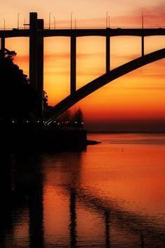 Arrábida Bridge by Nuno Horta - Porto Portugal - 50 anos junho :-) Beautiful World, Beautiful Places, Porto City, Bridge, Portuguese Culture, Europe Holidays, Nuno, Best Cities, Beautiful Landscapes