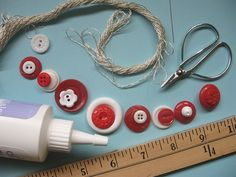 Button Bracelet Tutorial | Creative Kismet Cute for a little girl me thinks. @Desmavb1