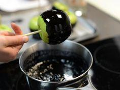 Cómo hacer Manzanas Envenenadas para Halloween Recetas Halloween, Chocolate Fondue, Pudding, Candy, Fruit, Desserts, Food, Bar, Salads