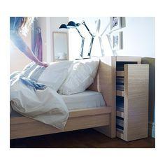 tête de lit avec rangement Ikea Malme - bonne solution pour gagner de la place et faire place nette...