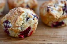 Secret recipe for explosion fruit muffins (Tim Hortons style!) - These Tim Hortons style explosion fruit muffins are really good. You can eat it well for dessert or - Tim Hortons, Blackberry Muffin, Blackberry Recipes, Great Recipes, Favorite Recipes, Yummy Recipes, Muffin Bread, Tasty Kitchen, Chocolate Muffins