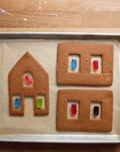 11 Borderline Genius Tips For Making A Gingerbread House - - These basic tricks will take your gingerbread house to the next level. Gingerbread House Template, Gingerbread House Designs, Gingerbread House Parties, Christmas Gingerbread House, Gingerbread Cookies, Christmas Houses, Diy Gingerbread Houses, Gingerbread Recipe For House, Gingerbread House Decorating Ideas
