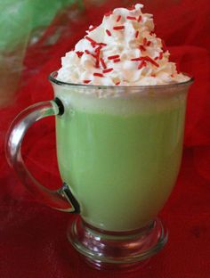 Looking for a unique treat for a Christmas Party? How about Grinch Hot Vanilla Milk. This fun and delicious and Grinchy Christmas Party Dessert is always a crowd pleaser at a Christmas Party for Kids or a Family Christmas Party. Grinch Party, Grinch Christmas Party, Christmas Movie Night, Christmas Brunch, Family Christmas, Holiday Movie, Disney Christmas, Holiday Fun, Best Christmas Desserts