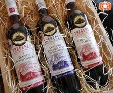 Dárková bedýnka se třemi rybízovými víny Thebener Drinks, Bottle, Dark Around Eyes, Drinking, Beverages, Flask, Drink, Jars, Beverage