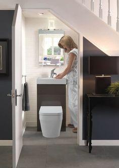 Sehr kleines Gäste WC gestalten - Idee für Toilette unter der Treppe ...