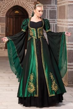 Rich in emerald green and gold.. So lovely.