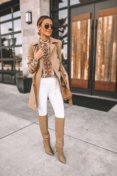 I've mentioned this snakeskin print blouse before on THIS POST, but I wanted to put together… Fall Fashion Outfits, Mode Outfits, Look Fashion, Chic Outfits, Winter Outfits, Fashion 2018, Woman Fashion, Curvy Fashion, Fashion Shoes