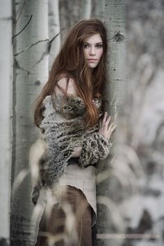 I don't personally understand the combo of wearing fur with a bare shoulder, but this still looks good. - Photograph Miranda by Viktoria Haack on 500px