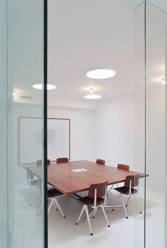 Modern work spaces by Co.Studio - http://www.interiordesign2014.com/interior-design-ideas/modern-work-spaces-by-co-studio/