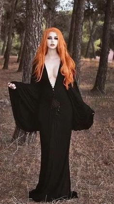 Top Gothic Fashion Tips To Keep You In Style. As trends change, and you age, be willing to alter your style so that you can always look your best. Consistently using good gothic fashion sense can help Goth Beauty, Dark Beauty, Punk Girls, Gothic Models, Goth Women, Beltane, Dark Gothic, Gothic Fashion, Style Fashion